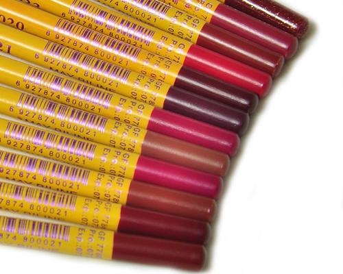Maybelline-Pack-Of-18-lipsticks-eye-lip-liner-GIC-020-getitpk (5)